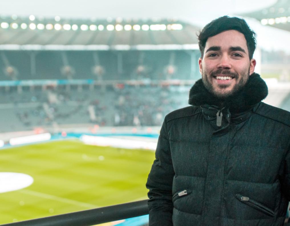 Erfahrene und erfolgreiche Fußball Sportwetten Experten wie Alexander Rich verfolgen viele Spiele live im Stadion.