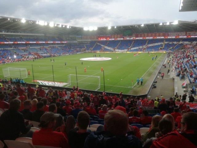 Ein Experte für Sportwetten ist viel im Stadion unterwegs und besucht als Wettprofi die aktuellsten Fußballspiele weltweit.