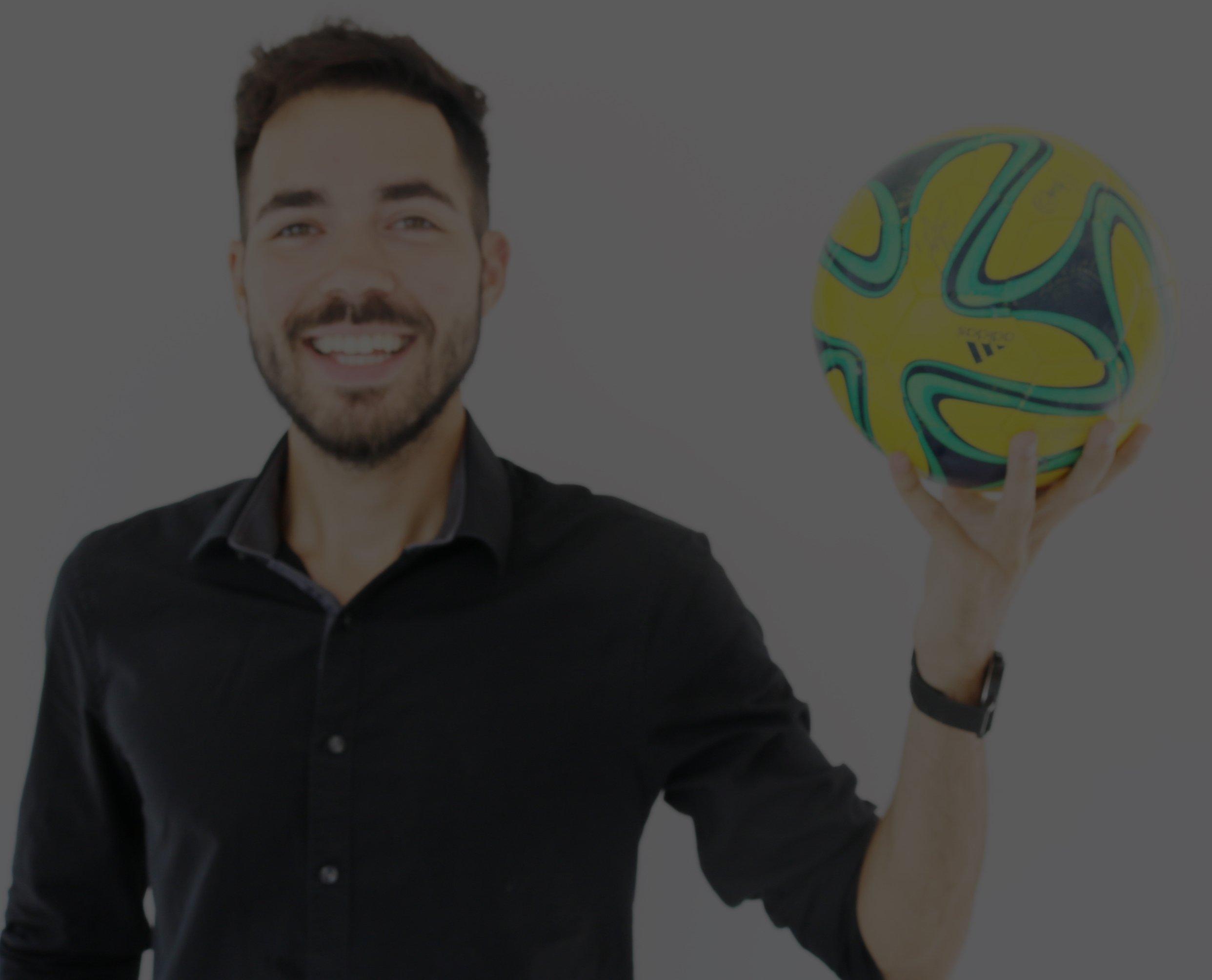 Alexander Rich Fußball Sportwetten Profi und unterstützt tausende Tipper mit kostenlosen Bundesliga Tipps.